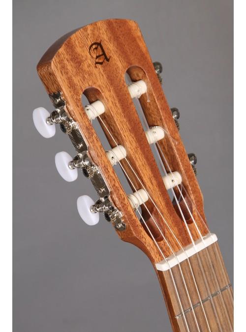 Guitarras Alhambra. Estudio. College