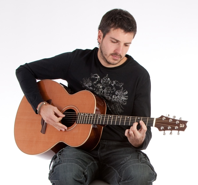 Fama con Youtube y la guitarra online by Guitarras Alhambra