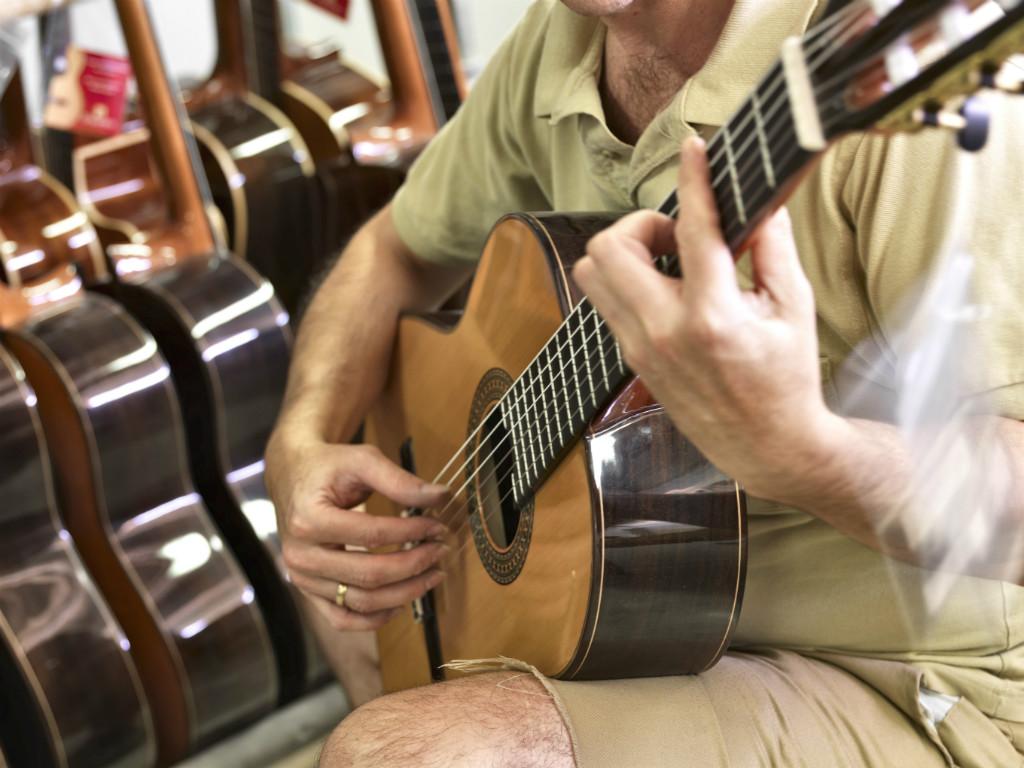 Tocar la guitarra: una poderosa arma para seducir