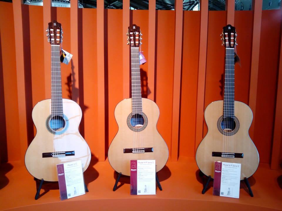 Tocar la guitarra: cómo elegir un primer instrumento