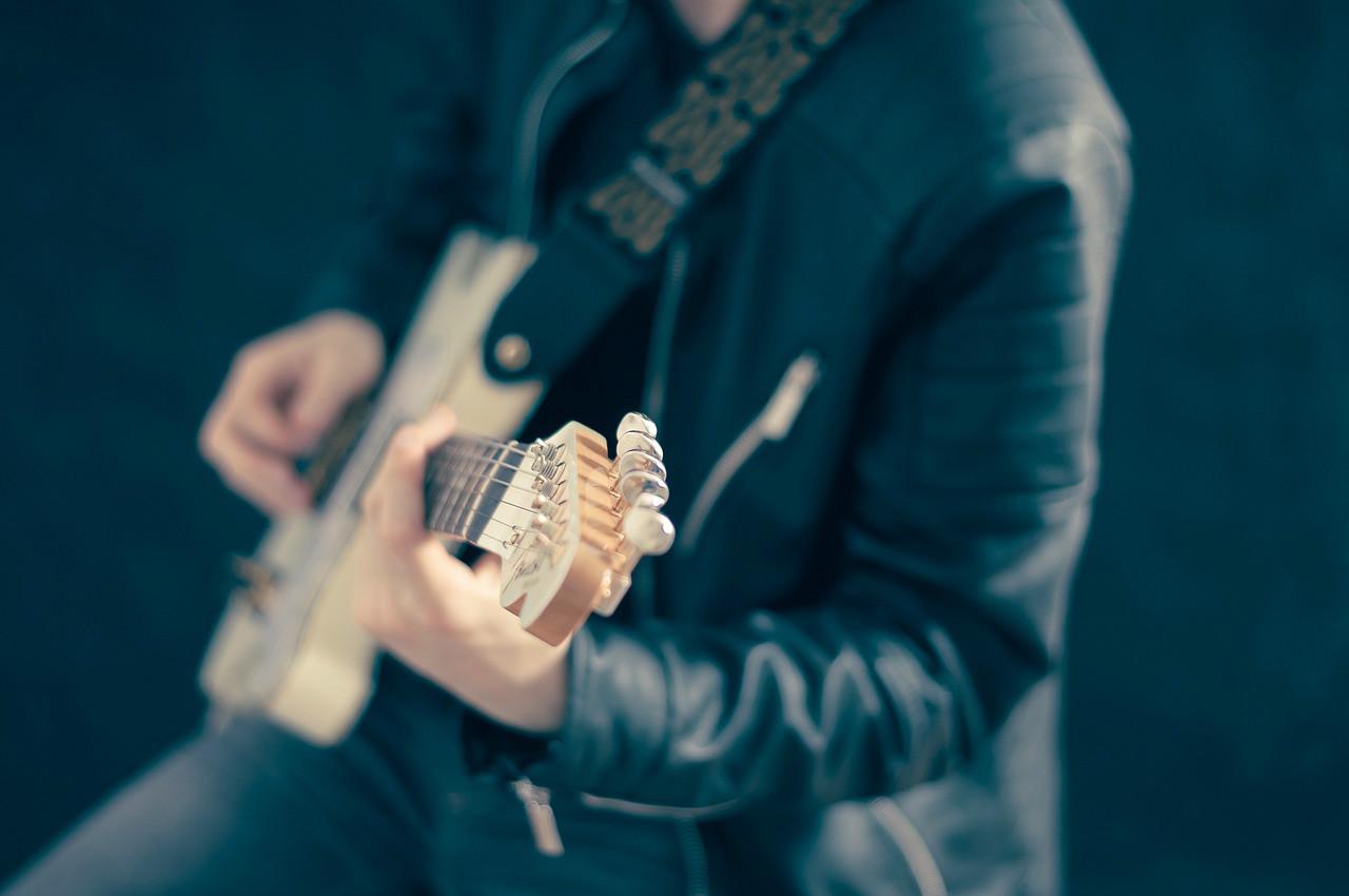 Distintas opciones para tocar la guitarra en función del estilo