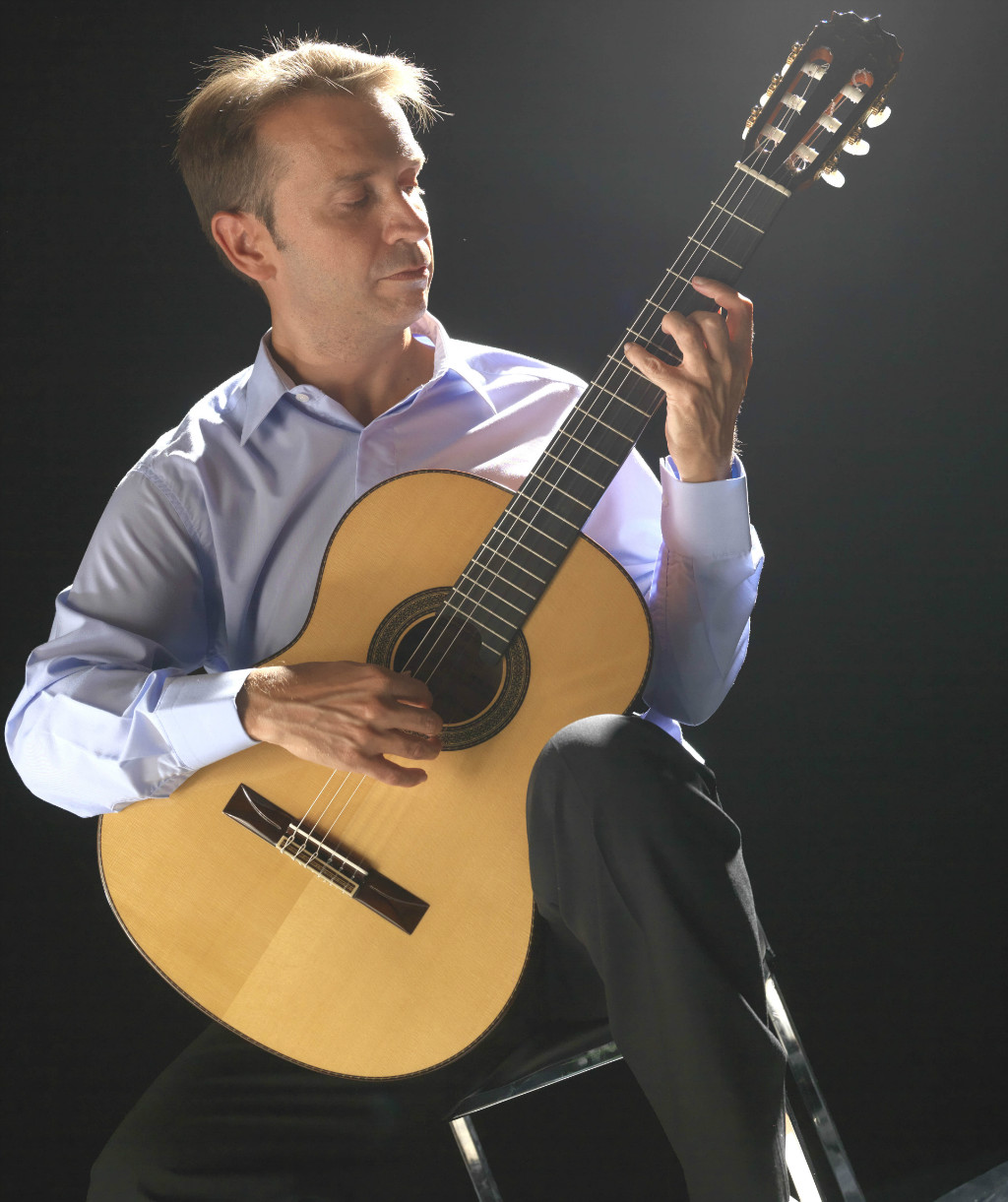 What's the correct posture for playing the guitar?