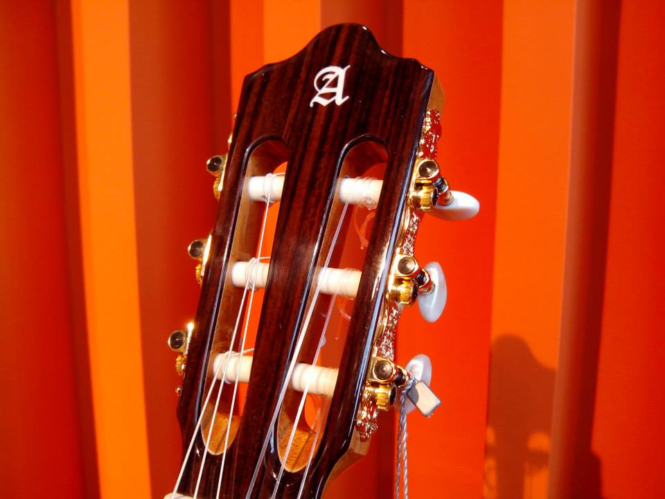 Classical Guitars: When and how to change your strings