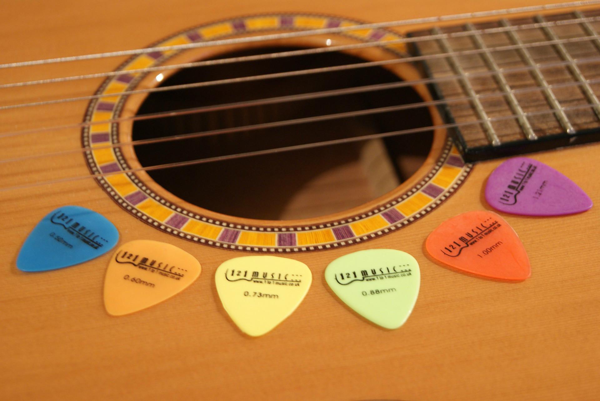 La guitarra clásica y las púas