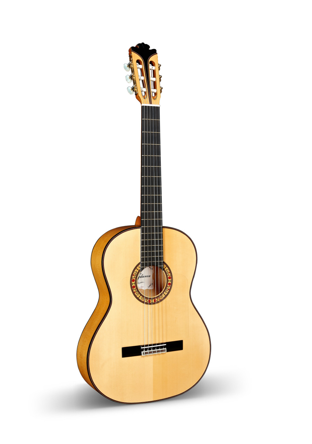 Key characteristics of a Spanish Flamenco Guitar