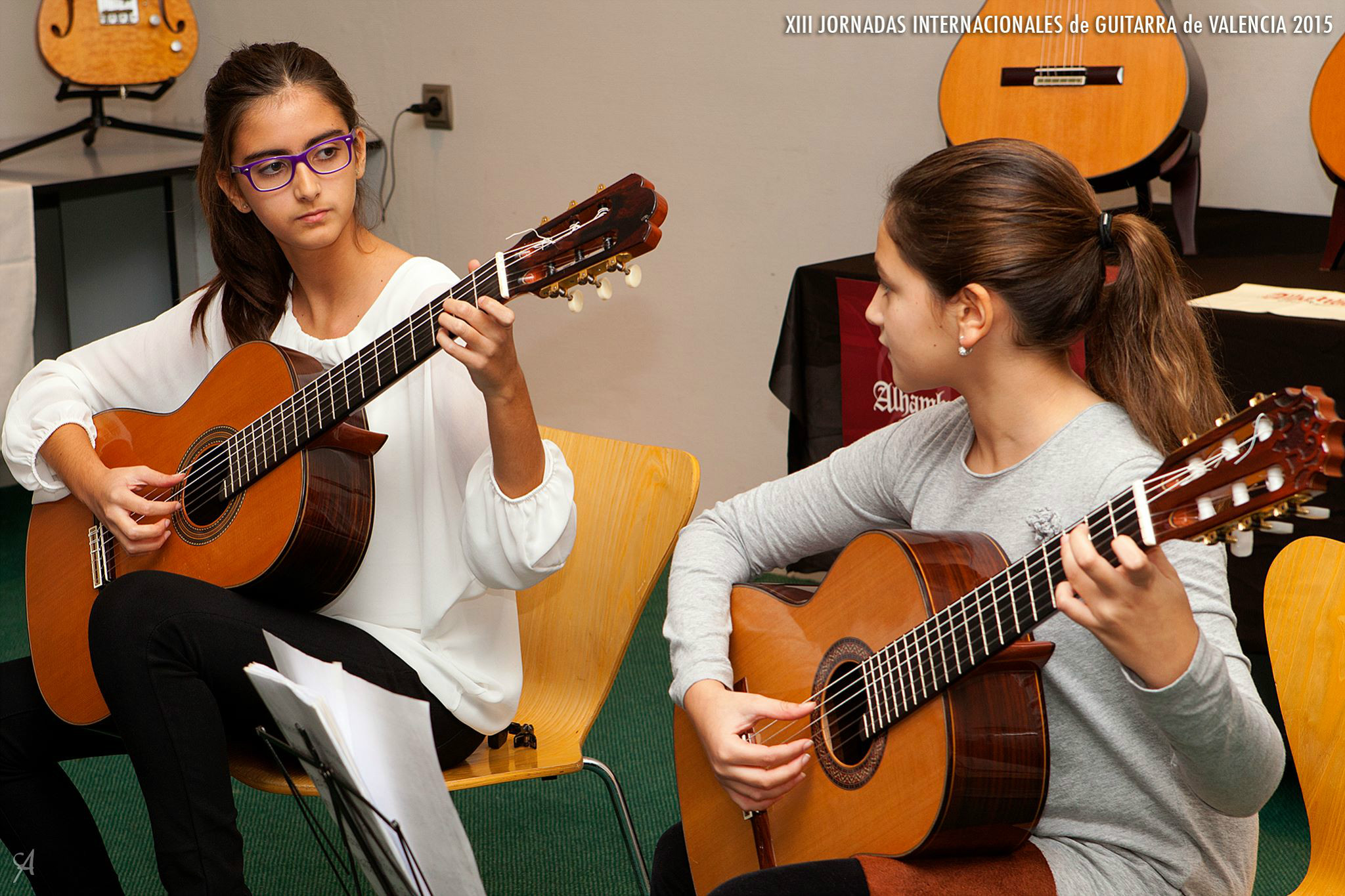ni�as tocando guitarra Alhambra