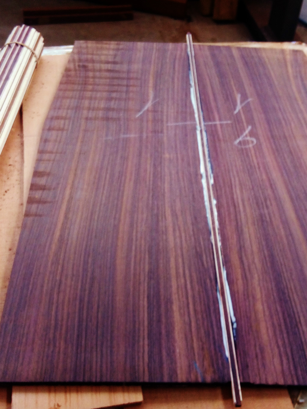 Solid or laminated wood guitar