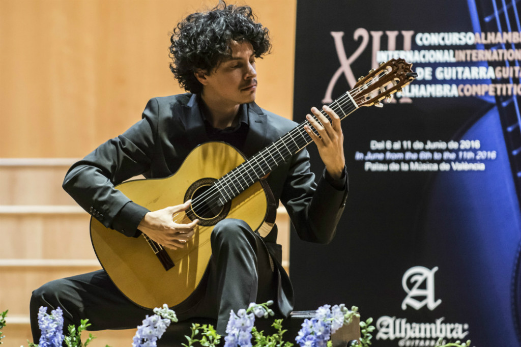 Alí Arango wins the Segovia Competition 2017 with an Alhambra guitar