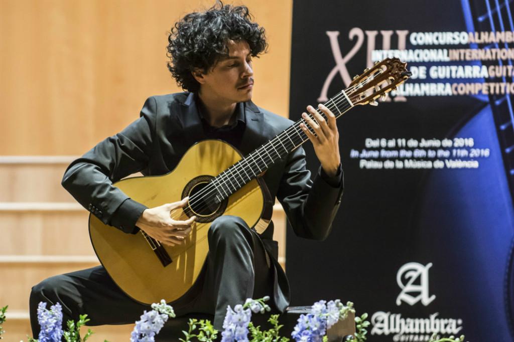 Ali Arango remporte le concours Segovia 2017, avec une guitare Alhambra.